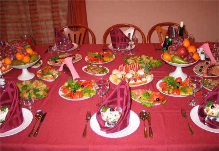 Как быстро накрыть стол для гостей