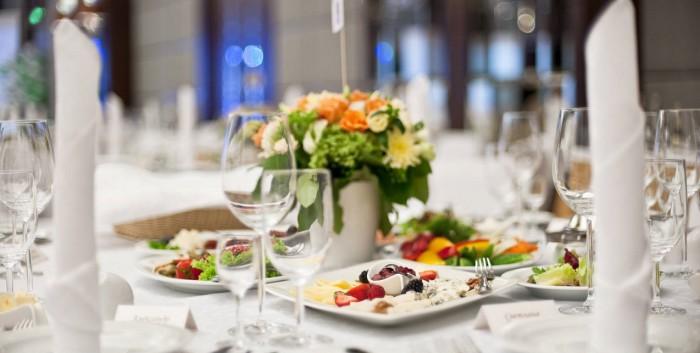 Как недорого накрыть стол в ресторане